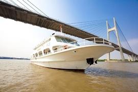 Du Ngoạn Vịnh Nha Trang Về Đêm Bằng Tàu King Yacht