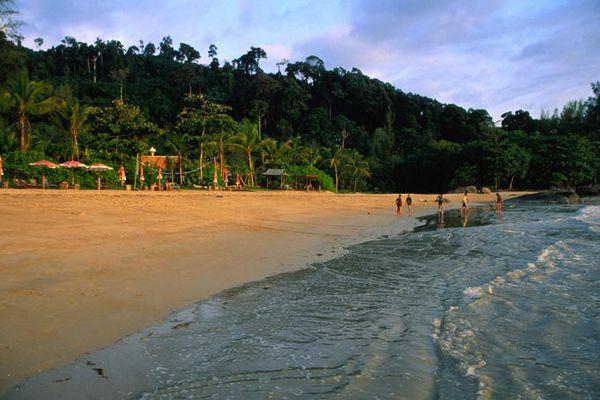 beach-hat-khao-lak-campuchia-bazan-travel