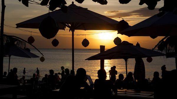 rorys-beach-bar