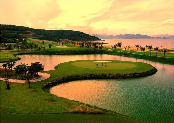 vinpearl-luxury-nha-trang-golf