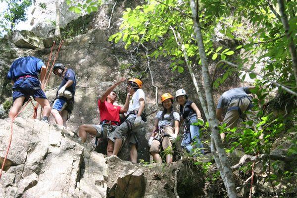 climbing-using-rope