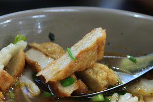 Du lịch Nha Trang ăn bánh canh chả cá nhồng dai giòn níu chân du khách