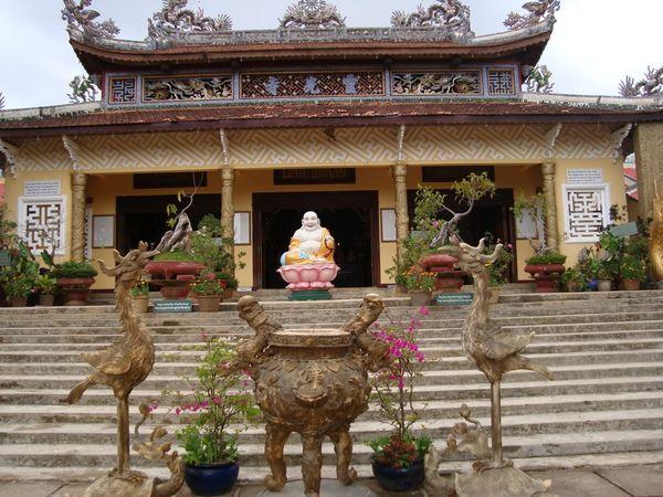 chua_linh_quang_1_hotelbooking_com_vn