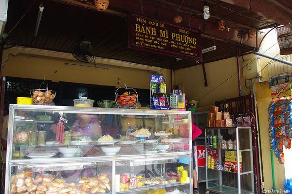 banh-mi-phuong-bazan-travel