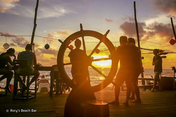 rorys-beach-bar-04-bazan-travel