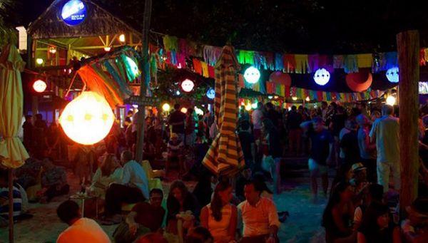 khung-canh-nhon-nhip-cua-rorys-beach-bar