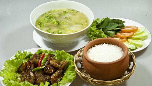 nha-hang-com-nieu-viet-nam-bazan-travel