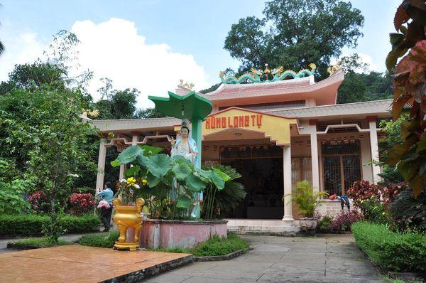 photo-su-muon-pagoda-phu-quoc-island-bazantravel