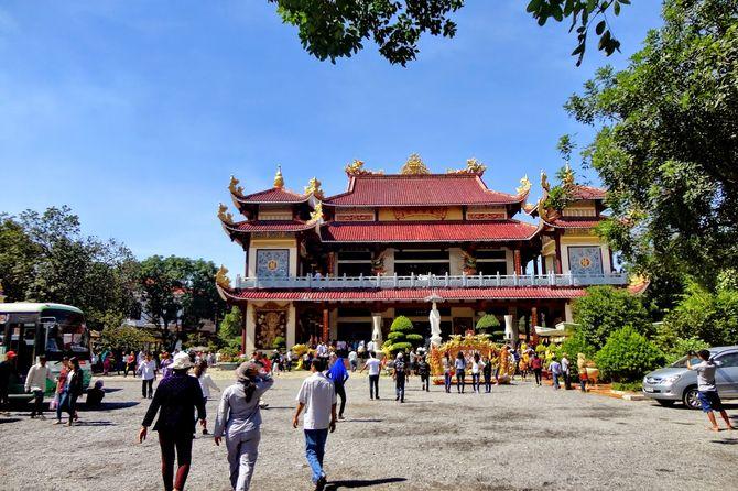 tour-hanh-huong-10-chua-vung-tau-tet-nguyen-dan9