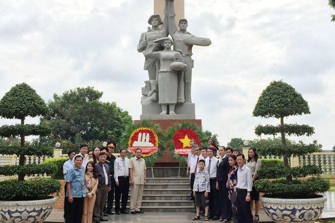 tuong-dai-huu-nghi-viet-nam-campuchia-3