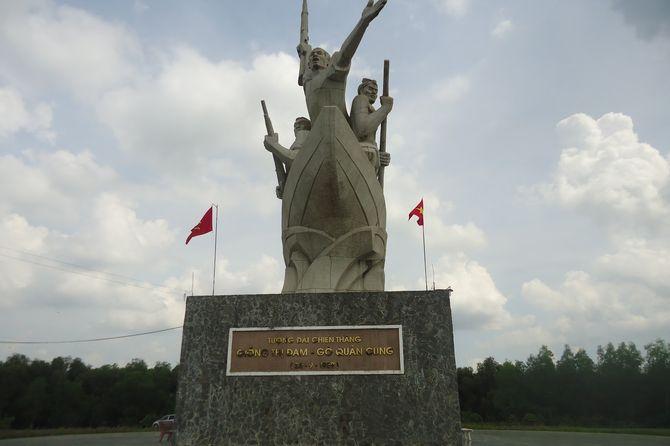 tuong-dai-chien-thang-giong-thi-dam-go-quan-cung