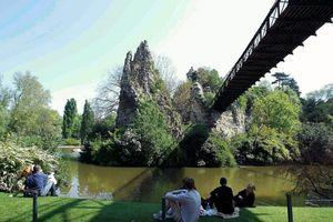 Buttes-Chaumont - Công viên lớn thứ 3 tại Paris