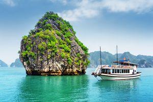 Hạ Long – Điểm du lịch nổi tiếng với vô số hòn đảo tuyệt đẹp