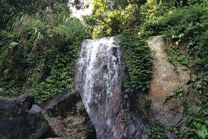 Đến khu du lịch núi Sáng ngắm thác Bay
