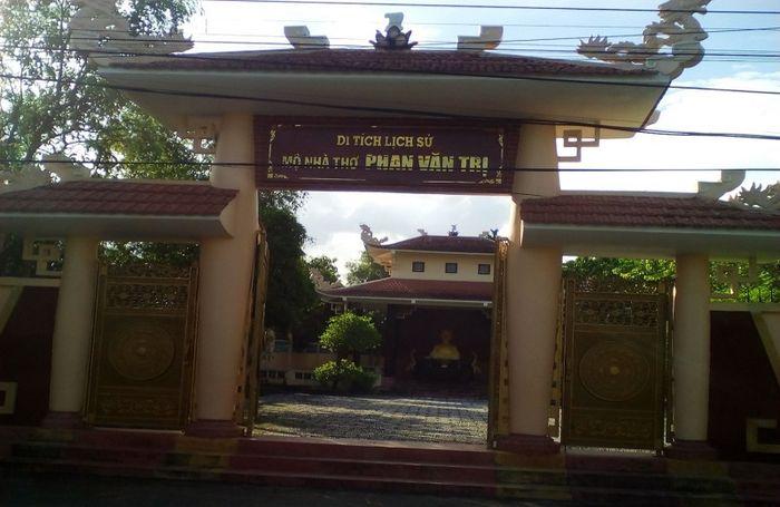 mo-phan-van-tri