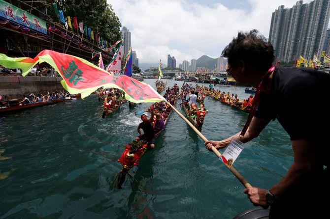 carnival-thuyen-rong-hong-kong