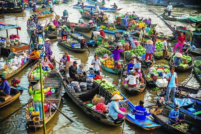 mot-ngay-o-cho-noi-cai-rang-can-tho-bazan-travel