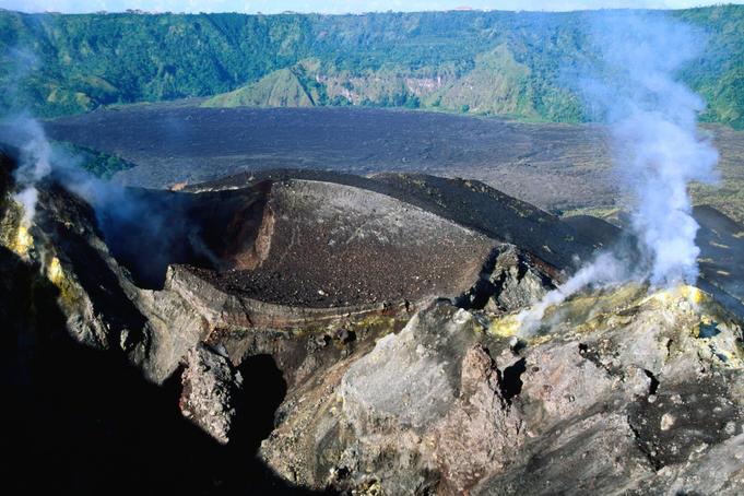 steaming-crater-on-gunung-batur