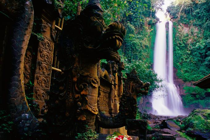 air-terjun-gitgit-waterfall