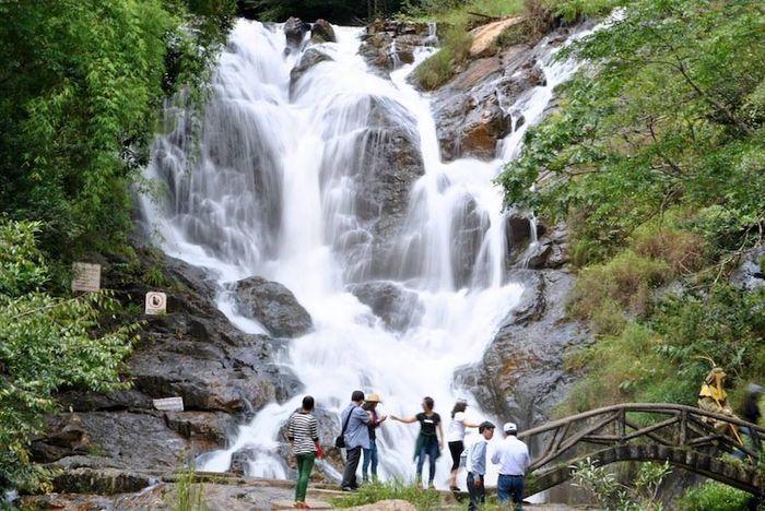 thac-dalanta-bazan-travel