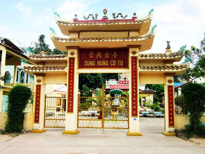 chua-ong-phung-bazan-travel