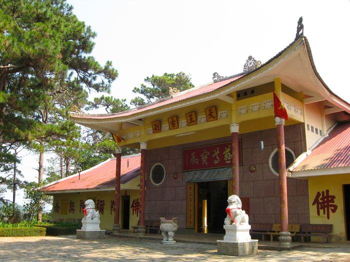 thien-vuong-co-sat-pagoda-in-da-lat-city-1