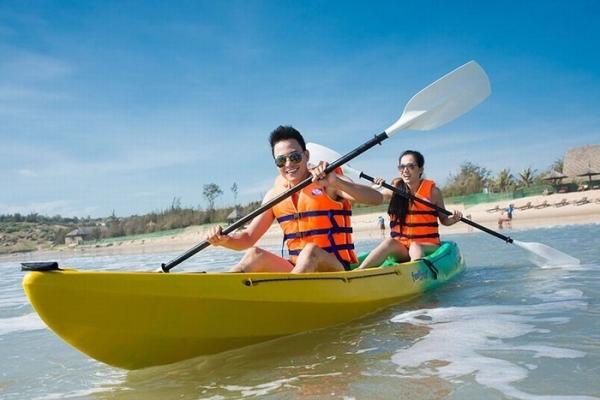 cheo-thuyen-kayak-tren-bien