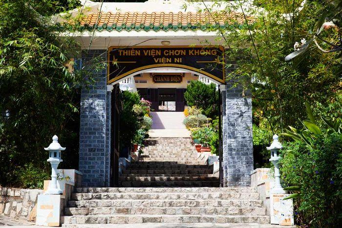 thien-vien-chon-khong