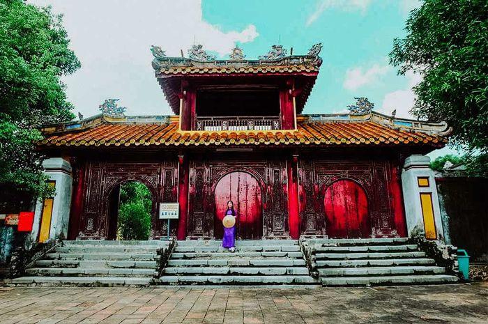 lang-gia-long-hue