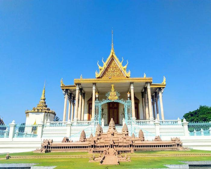 phnom-penh-campuchia-cung-dien-hoang-gia