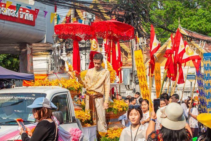 le-hoi-te-nuoc-thai-lan-chiangmai-1