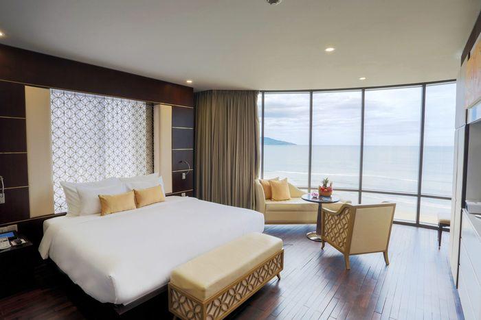 holiday-beach-da-nang-hotel-1