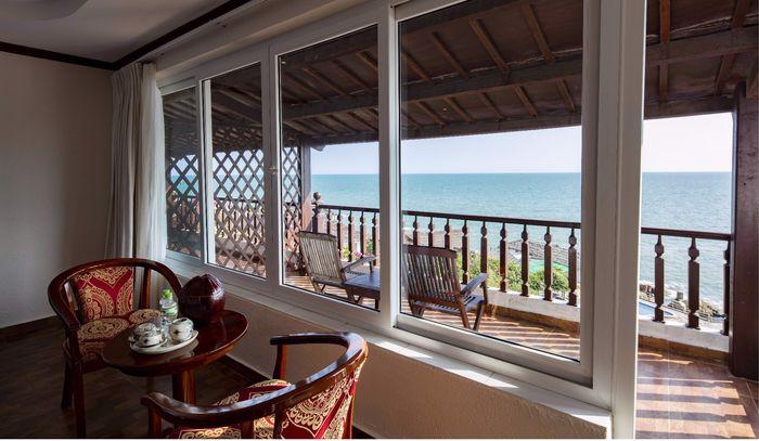 familly-beach-front-villa-2