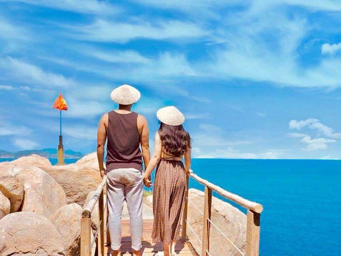 Hải đăng Hòn Chút - nét đẹp tự hào của đảo Bình Hưng