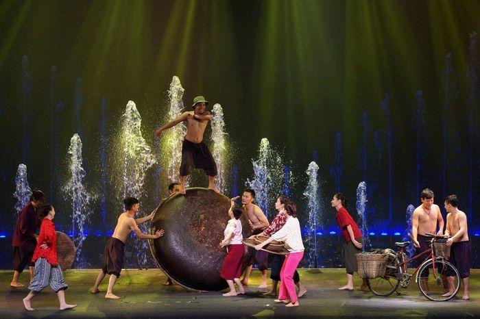 hinh-anh-chang-ngu-dan-trong-fishermen-show