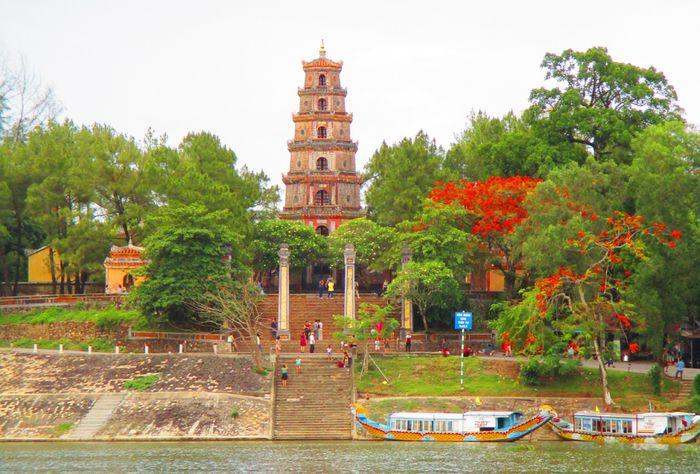 Chùa Thiên Mụ Huế - review chi tiết về ngôi chùa cổ nhất đàng trong