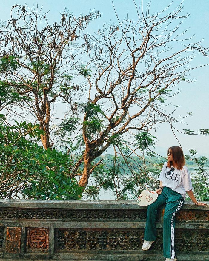 thoi-gian-den-song-huong-hue