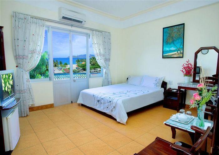 khach-san-vinh-xanh-blue-bay-hotel