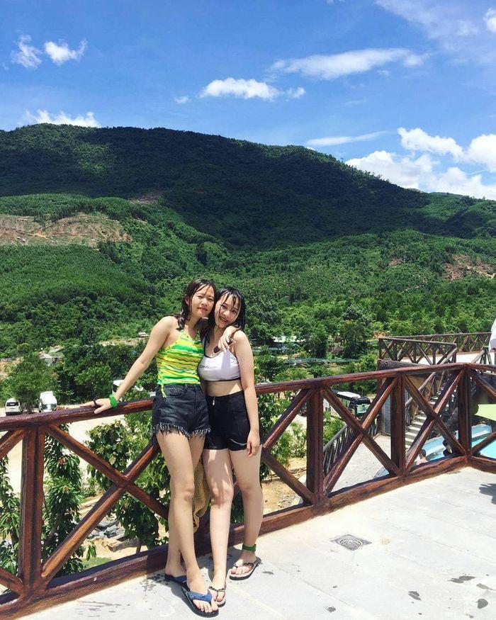 khung-canh-suoi-nuoc-nong-than-tai