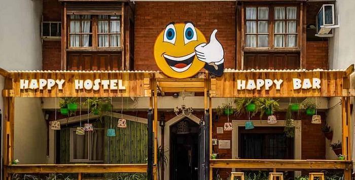 ben-ngoai-happy-home-hostel-nha-trang