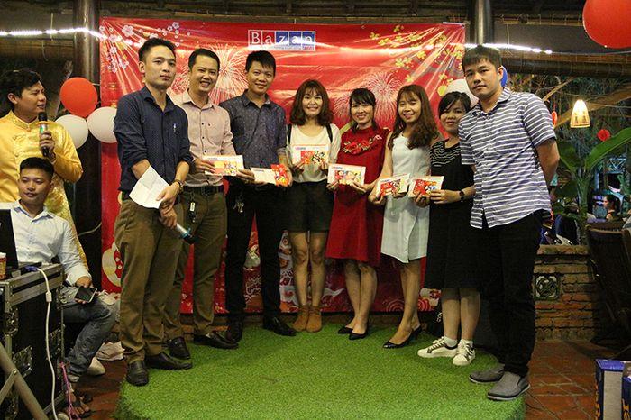 co-nen-to-chuc-year-end-party-khong