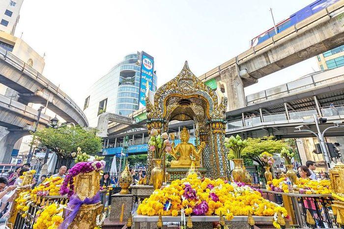 Phật 4 mặt nằm trong khách sạn Erawan
