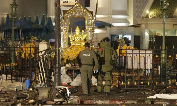 Vụn khủng bố làm rung chuyển mặt đất