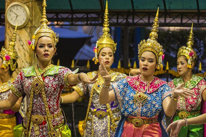 Múa trả lễ ở Phật 4 mặt Thái Lan