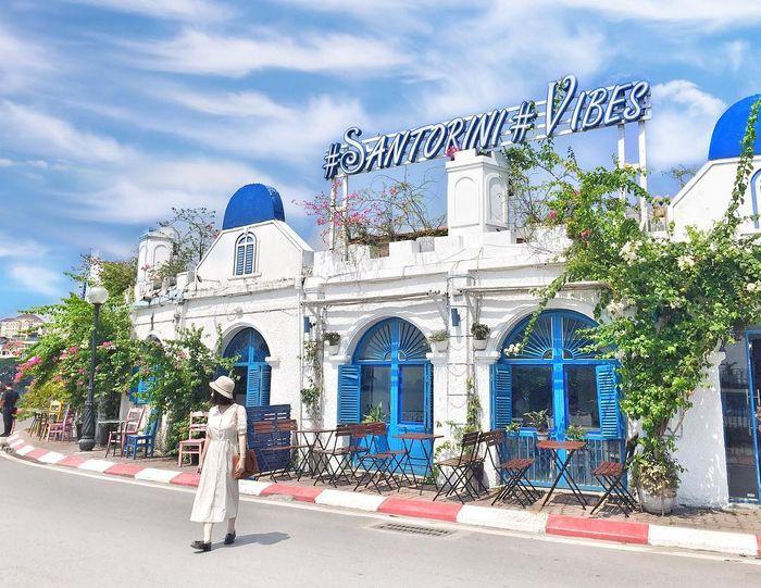Santorini Vibes Cafe