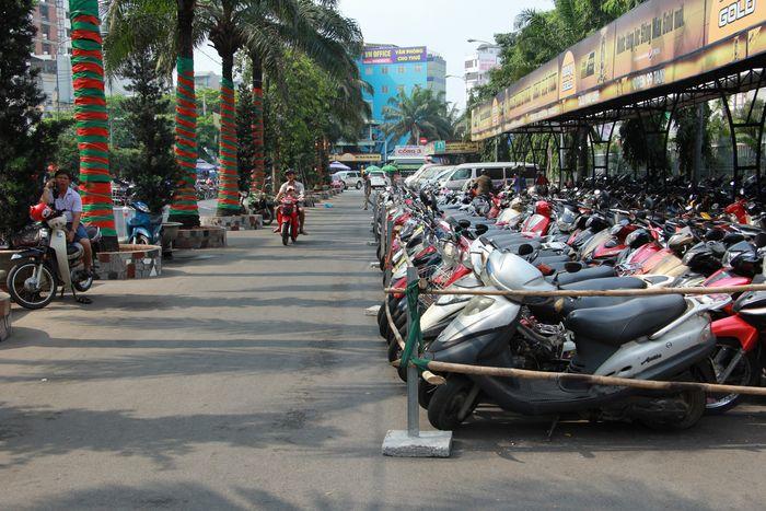 Bãi giữ xe gần landmark