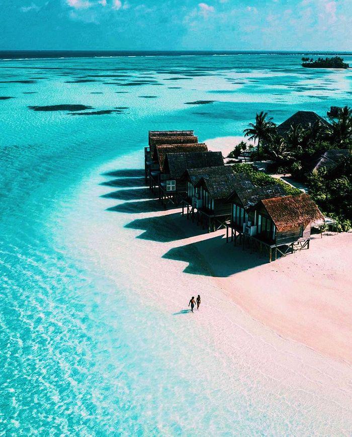 di-bo-tren-bien-maldives