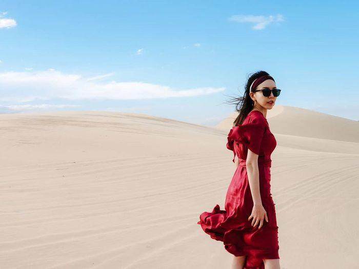 Đầm đỏ đi đồi cát