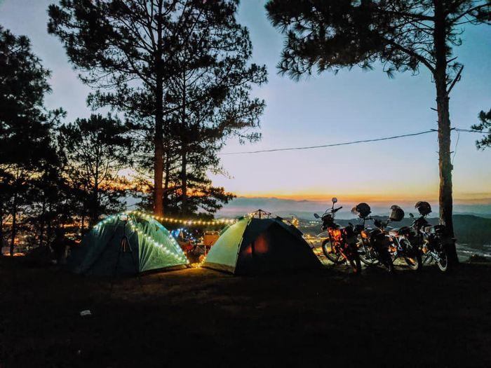Cắm trại trên đồi Thiên Phúc Đức