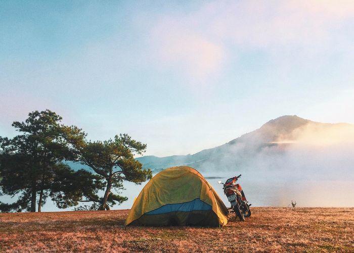 Địa hình bằng phẳng thích hợp cho cắm trại